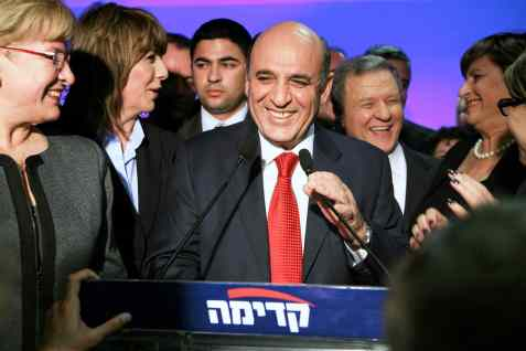 Shaul Mofaz emerges as Kadima leader, winning over 60% of the primary vote.
