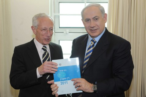 Then-Bank of Israel Governor Stanley Fischer submits 2011 report to PM Binyamin Netanyahu