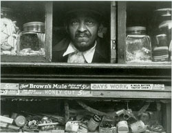 Harlem Merchant (1937) Gelatin silver print by Morris Engel. Courtesy The Jewish Museum