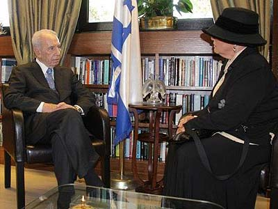 Esther Pollard met with President Peres on the eve of his meeting with President Obama.