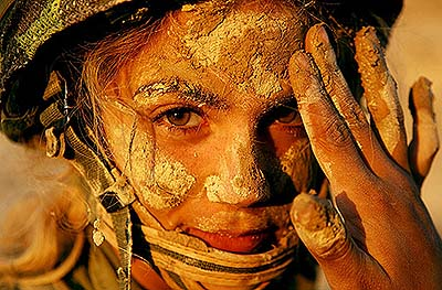 Beautiful and Dangerous. My picpick for today comes from the IDF Flicker page. A lady warrior in war paint. Shot December 5, 2006.