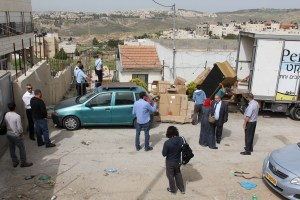 The property of the illegal builders was transferred to a truck under police supervision.