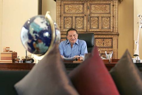 Tycoon Yossi Maiman is selling his yacht to pay off Egyptian gas losses.