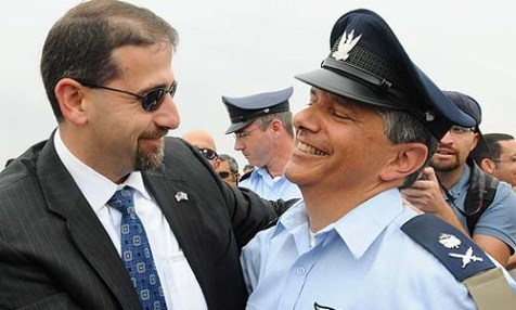 U.S. Ambassador Dan Shapiro with the newly appointed commander of Israel&#039;s Air Force Major General Amir Eshel, May 14, 2012.
