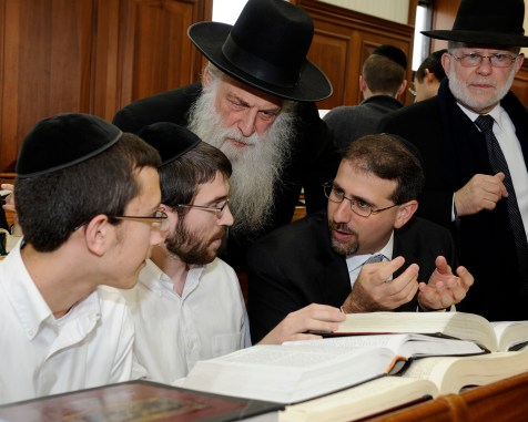 US Ambassador to Israel Dan Shapiro visits the Mir Yeshiva in Jerusalem (January 2012)