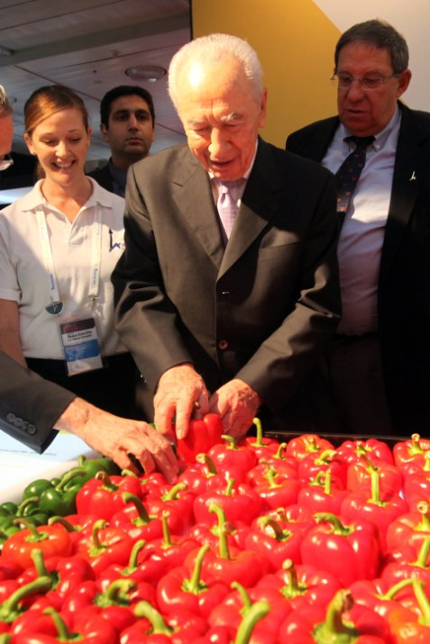 President Peres Examining the Peppers at the President&#039;s Conference
