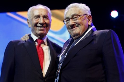 Israeli president Shimon Peres awards former American Secretary of State Minister Henry Kissinger with Israel's Presidential Award of Distinction.