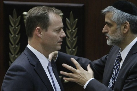 Shas MK Eli Yishai speaking with Kadima MK Yochanan Plesner.