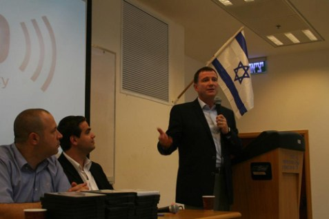Minister of Public Diplomacy Yuli Edelstein speaking at Ariel University.
