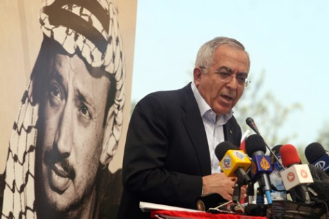 Palestinian Prime Minister Salam Fayyad speaks at the &#039;Bilin 7th International Conference for Popular Struggle,&#039; against the backdrop of Yassir Arafat, April 10, 2012.