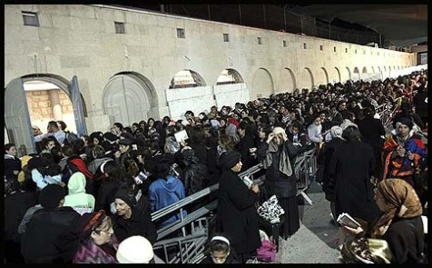 Thousands of Jewish settlers &quot;storming&quot; Rachel&#039;s Tomb...