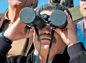 A picture is worth a thousand words: former defense minister Amir Peretz looking through a capped binoculars. The video became a huge hit.