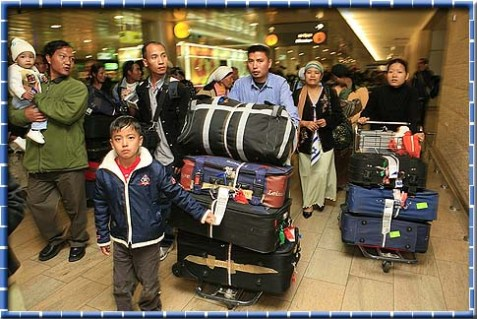 Bnei Menashe immigrants arriving at Ben Gurion international airport, November 21, 2006.