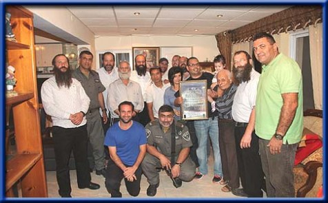 A few of Morav's former commanders surprised at his farewell party, including Rabbi Hillel Horowitz, Noam Arnon, Baruch Marzel, and Rabbi Shalom Alkobi.