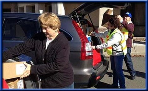 Israel Flying Aid and synagogue volunteers in Connecticut preparing an emergency food convoy.