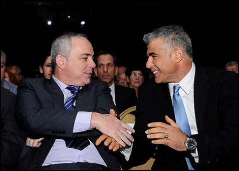 Yesh Atid chair Yair Lapid (r) shaking hands with Likud Finance Minister Yuval Steinitz.