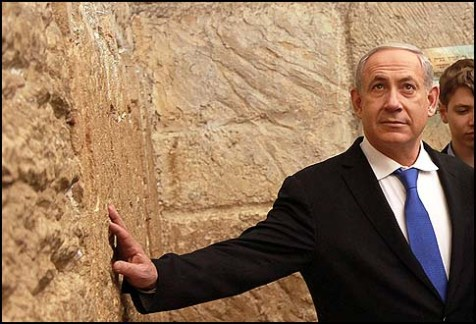 Prime Minister Benjamin Netanyahu seen at the Western Wall on the eve of the vote, January 21, 2013.