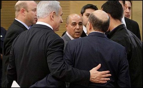Prime Minister Benjamin Netanyahu with Kadima chairman Shaul Mofaz.