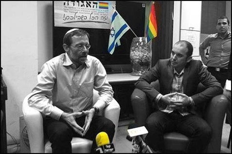 MK Moshe Feiglin visited the LGBT center in Tel Aviv.