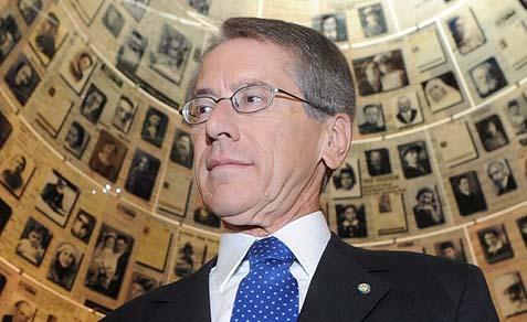 Italian Minister of Foreign Affairs, Giulio Terzi di Sant'Agata (in Yad Vashem).
