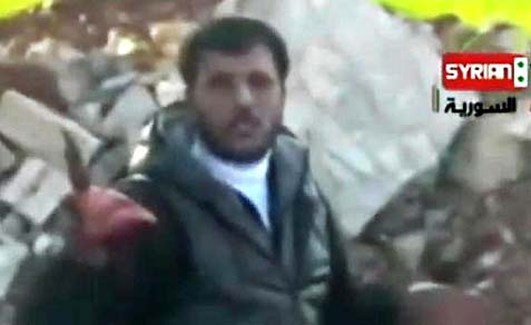 syrian rebel eating heart