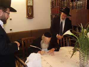 Rav Avraham Elyashiv shlita, husband of Rebbetzin Yocheved Elyashiv.