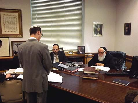 Rambam Students Present Talmudic Erudition to Illustrious Rabbis