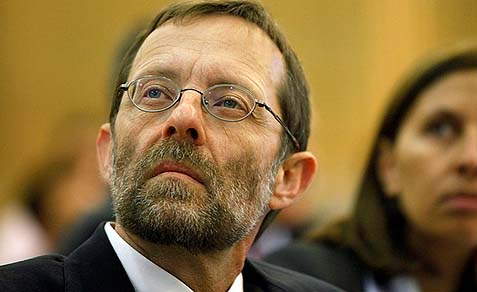 On Thursday morning, MK Feiglin will be meeting the group that's planning to go up to the Temple Mount. He will stay back as they walk up the bridge to the Temple Mount.