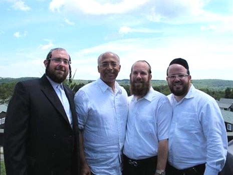 Bill Thompson with Jewish voters.