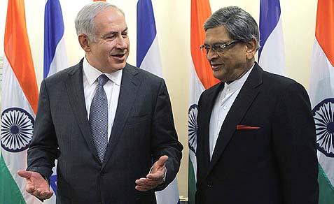 Prime Minister Benjamin Netanyahu (L) meets India's Foreign Minster Somanahalli Mallaiah Krishna in Jerusalem January 10, 2012.