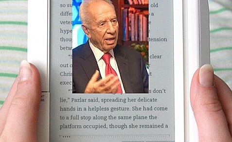 President Shimon Peres is the first person to be featured on Amazon's new Kindle Singles interview series.