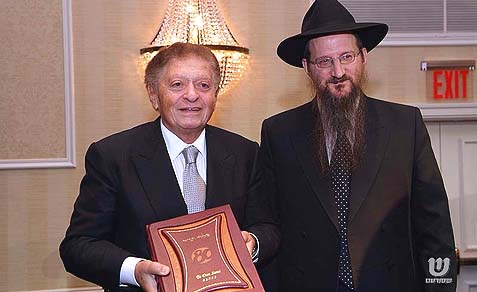 Reb Shmuel Rohr (L) with Rabbi Berel Lazar.