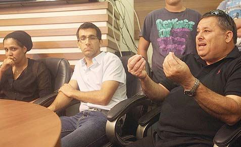 Zvi Pooper (R), prisoner Ami Pooper's brother, speaking at a press conference organized by families of Jewish prisoners sentenced for harming Palestinians, in response to the Palestinian prisoner release coming up Tuesday.