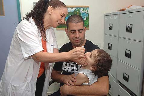 4,000 Get Polio Shots