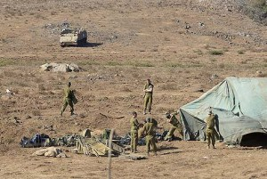 Israeli soldiers construct a military field camp near the border with Syria, Friday, on August 30, 2013. Photo credit: Gili Yaari/Fllash 90