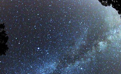 Perseid 2012 meteor show just below the Milky Way
