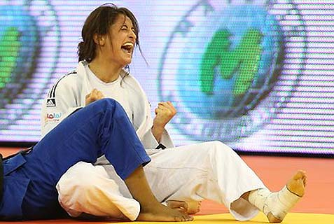 Last night, Yarden Gerbi has brought home the gold in the Rio De Janeiro judo championship. When Hatikva started playing, Yarden burst into tears, minutes after, in her final bout, she had made her French opponent pass out.