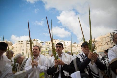.Shacharit on Sukkot at the Kotel