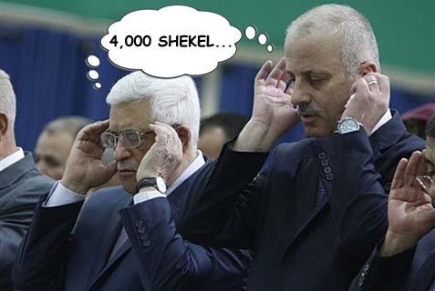 PA Prime Minister Rami Hamdallah (R.) and PA Chairman Mahmoud Abbas.