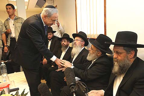 Prime Minister Benjamin Netanyahu paying his respects to the family of Shas spiritual leader Rabbi Ovadia Yosef at the shiva in Jerusalem. Two of the sons turned out to have some unfinished business with the visiting leader.