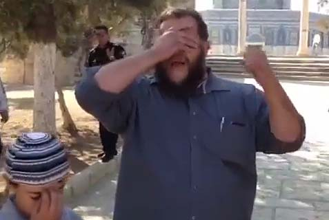 "Jew recites the ""Shema"" prayer on the Temple Mount. (Archive: 2013)"
