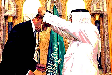 President Obama bowing before Saudi monarch.