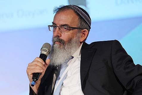 Rabbi David Stav, Chairman of the Tzohar Rabbinical Organization, is fighting back against the lesser men who attack him.