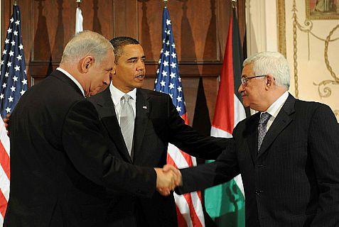 Israeli Prime Minister Binyamin Netanyahu (L) American President Barack Obama (C) and Palestinian Arab leader Mahmoud Abbas (R)