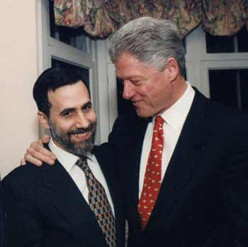 Rabbi Genack and President Clinton (Photo by Robert Cumins)