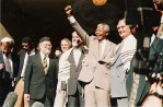 Nelson Mandela with members of the Jewish community of South Africa.