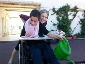 Zahava with a student during a therapeutic gardening session.