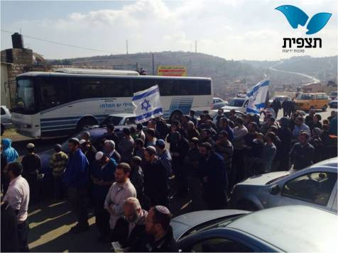 Dozens protest near Beit Omar against Palestinian Authority terrorism on the roads.