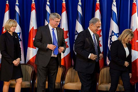 Laureen Harper follows her husband Prime Minister Stephen Harper, Netanyahu and his wife Sara in Jerusalem Sunday night.