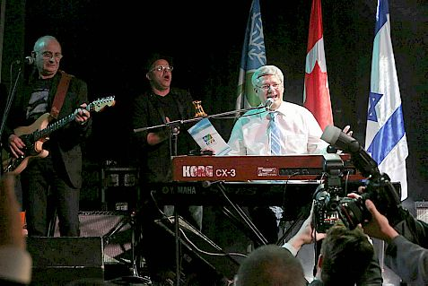 anadian Prime Minister Stephen Harper gave a surprise performance palying the piano and singing at an annual event of the Canadian branch of the Jewish National Fund (Keren Kayemeth LeIsrael) attended by Israeli Prime Minister Benjamin Netanyahu, on Tuesday, January 21, 2014, during Harper's official visit to Israel. Photo by Yossi Zamir/Flash 90